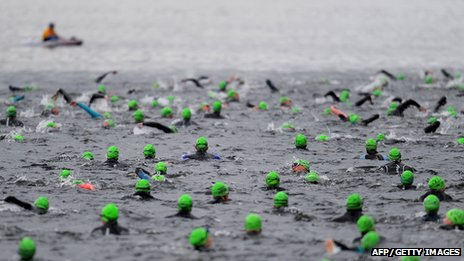 Swimmers at 2011 Great North Swim on Windermere, Cumbria