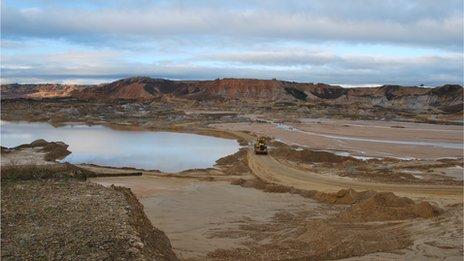 Mining in Huepetuhe