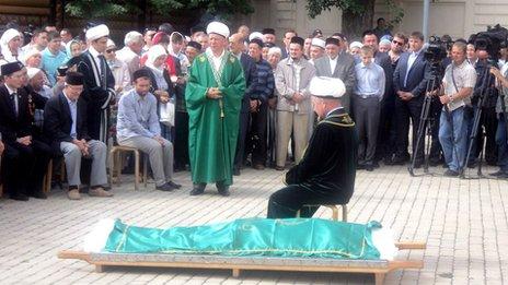 Funeral of Muslim leader Valiulla Yakupov