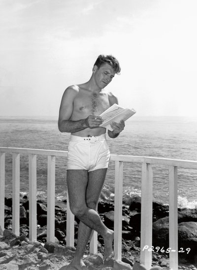 Burt Lancaster learning his lines, Paramount Pictures, 1948