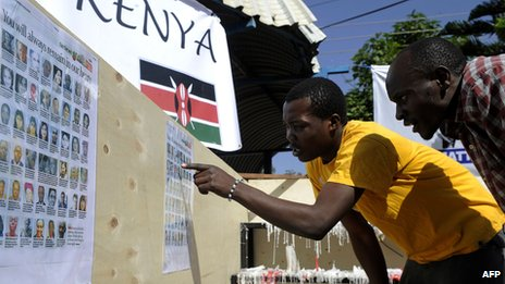 Kenyan men look at the list of the victims who were killed in the Westgate Mall massacre in Nairobi (30 September 2013)