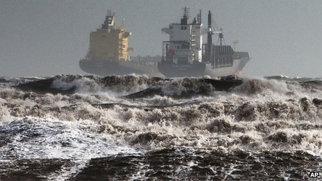 Tankers are battered by gale winds and big waves off Cagliari. Photo: 18 November 2013