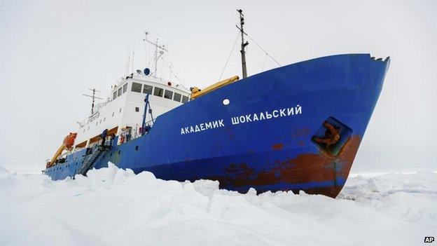 הספינה הרוסית התקועה בשלג