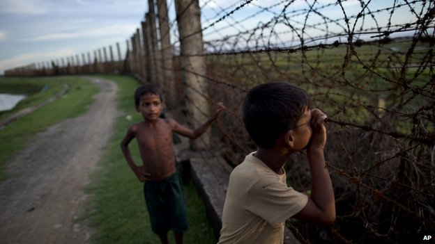 File photo: a Muslim boy looks through a barbed wire fence on the border of Myanmar and Bangladesh in Maungdaw, Rakhine state, Myanmar, 11 September 2013