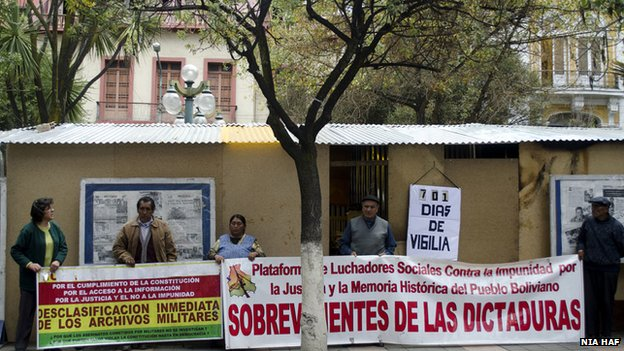 Protest camp outside in La Paz