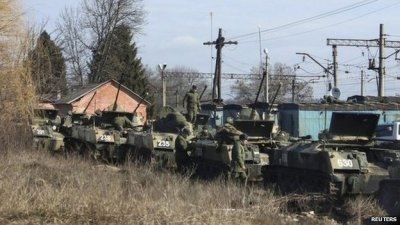 Russian infantry fighting vehicles on train carriages in the western Russian town of Vesyolaya Lopan (12 March 2014)