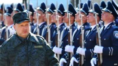 Olexander Turchynov visit a training base of Ukraine's National Guard near Kiev (31 March 2014)