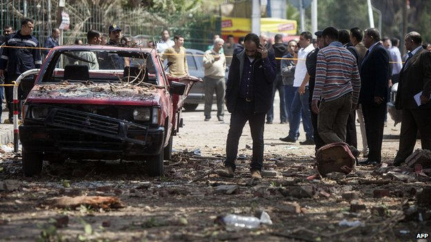 73975269 73975268 Egypt crisis: Police chief dies in Cairo bombings
