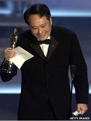 Ang Lee accepts his Oscar in 2001