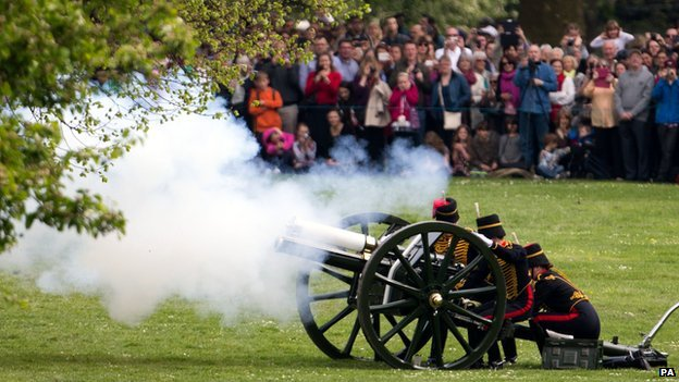 Royal salute at Green Park
