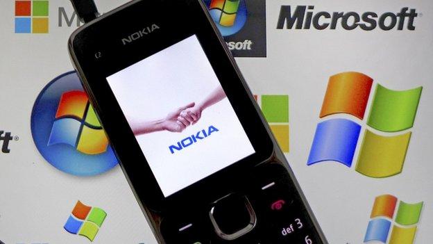Telefono cellulare Nokia sul tablet