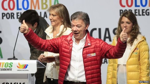 Colombian President Juan Manuel Santos celebrates the result fro the first round in Bogota on 25 May, 2014.