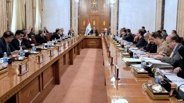 Iraqi cabinet meeting chaired by Prime Minister Nouri Maliki (centre), in Baghdad (17 June 2014)