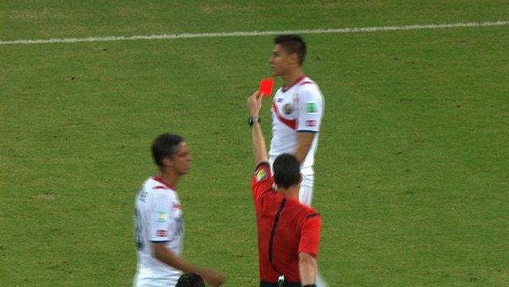Oscar Duarte is sent off