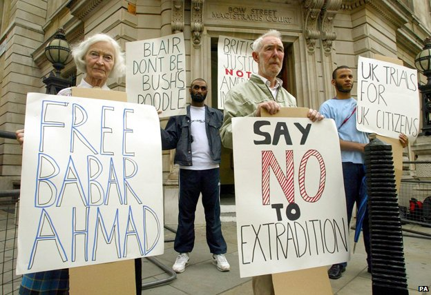Protesters outside Bow Street Magistrates Court, 2004