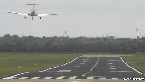 Hawarden Airport runway (pic by Samslipknot)