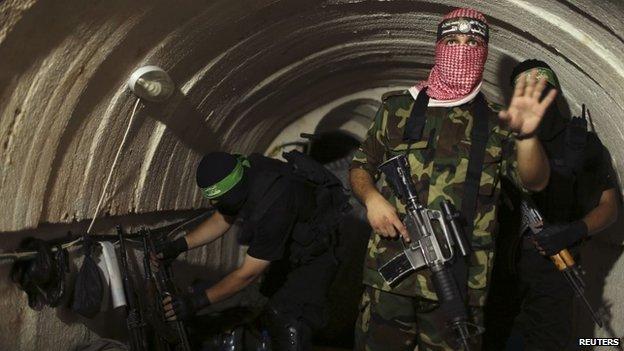 Palestinian militants from Hamas' Izz al-Din al-Qassam Brigades inside a tunnel underneath Gaza (18 August 2014)