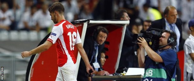 Aaron Ramsey leaves the field after his dismissal
