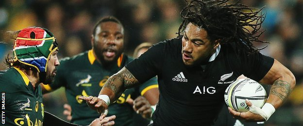 Ma'a Nonu takes on South Africa second row Victor Matfield