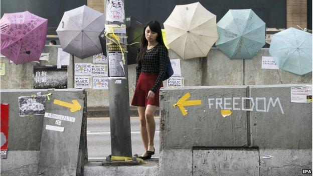 Woman passes barricades in Admiralty, Hong Kong (10 Oct 2014)