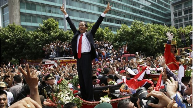 Indonesian President Joko Widodo gestures to the crowd during a street parade following his inauguration in Jakarta, Indonesia, 20 October 2014