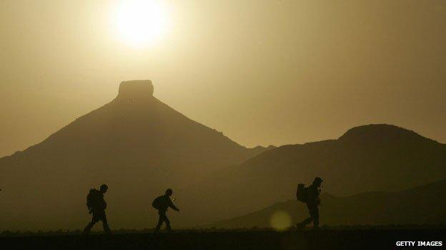 Marathon des Sables competitors battle a sandstorm in 2006