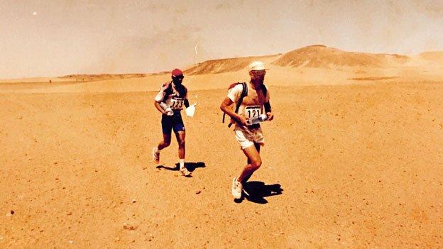 Mauro Prosperi and a fellow runner in the 1994 Marathon des Sables