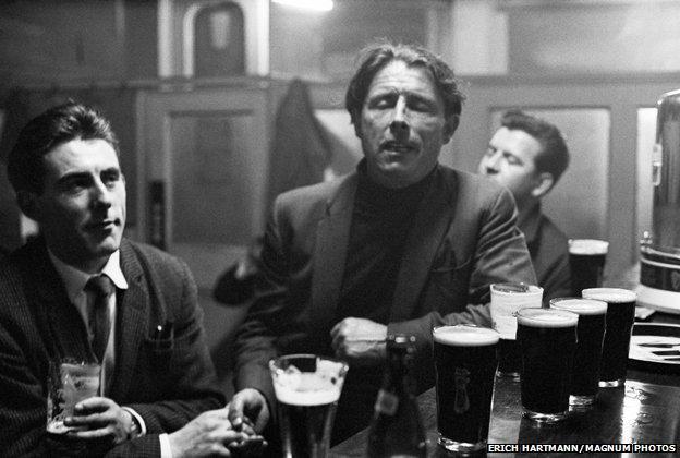 Ballad singers in a Dublin pub, 1964