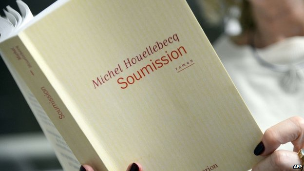 A person holding the latest book by Michel Houellebecq, Soumission, in Paris (16 December 2014)