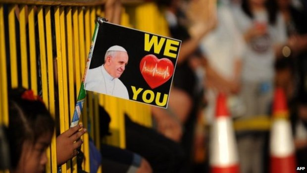 Well-wishers line the streets to catch a glimpse of Pope Francis in Manila on 15 January 2015