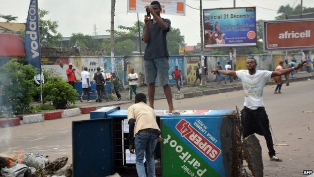 Democratic Republic of Congo protesters block a street in Kinshasa, on 19 January 2015