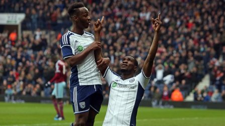 Brown Ideye and Saido Berahino celebrating.
