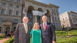 Jim and Janet Ayers with Belmont President Dr. Bob Fisher in front of the Janet Ayers Academic Center