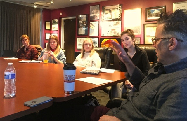 Tim Lauer, alumnus and Nashville music producer, speaks with students at a class.