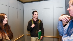 "Students ""pitch"" themselves inside an elevator"