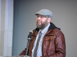 Andy Erwin speaks to students at Belmont University Chapel