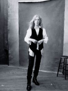 Patti-Smith-Foto-Annie-Leibovitz source www_pirellicalendar_pirelli_com