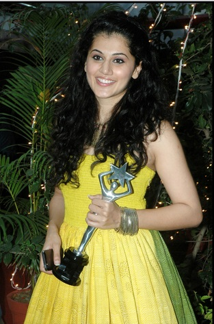 Taapsee Pannu Hot in Yellow Dress at Edison Award Ceremony