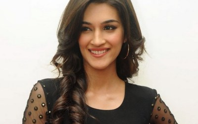 Kriti Sanon looks hot in Black Dress