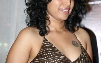 Swara Bhaskar shows her Body Art in a Photoshoot
