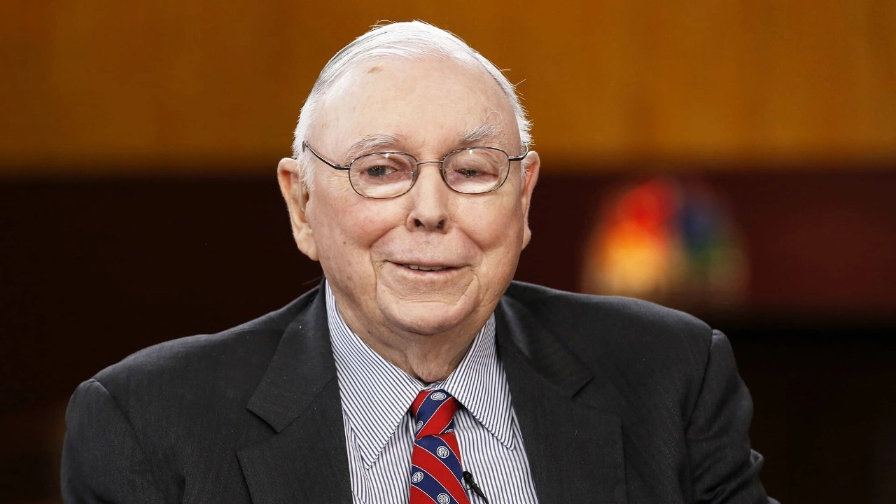 Berkshire Hathaway's Charlie Munger Advises Investors to Never Buy Bitcoin or Gold