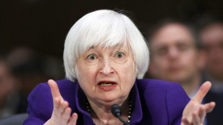 Janet Yellen avertit que Bitcoin est `` extrêmement inefficace '' et `` hautement spéculatif '' alors que le prix de la BTC plonge