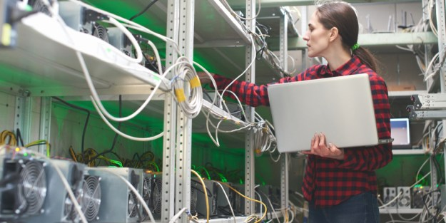 Bitcoin Mining Operations Offer New Strategies Before the Reward Reduction