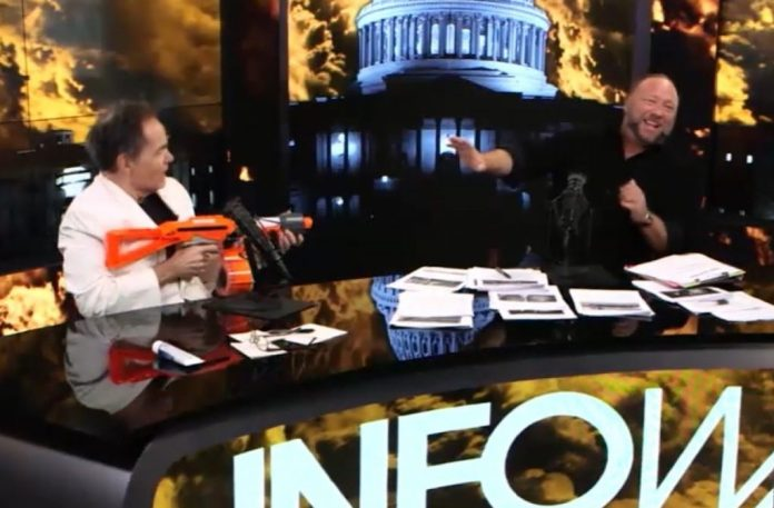 Max Keiser Predicts $400,000 BTC on Alex Jones Show, Jones Compares Bitcoin to 'Power of Fire' From the Gods