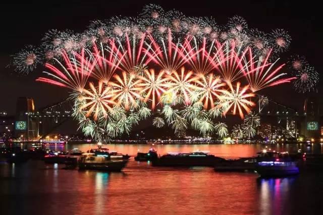 今年悉尼新年煙火表演將下起特別「彩虹雨」!附悉尼跨年攻略