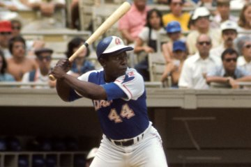 Hank Aaron Photo 120060679 © Sports Images | Dreamstime.com