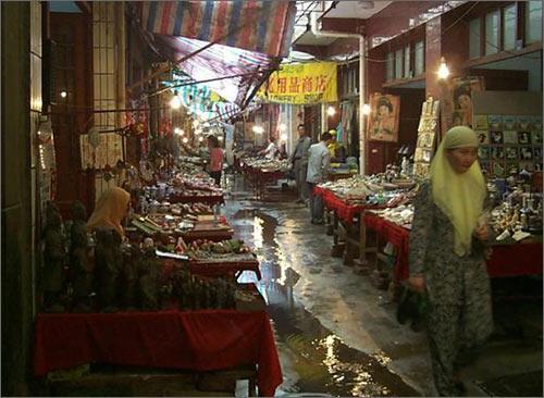 Рынок в мусульманском районе Китая
