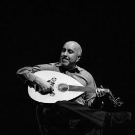 Ara Dinkjian playing an oud