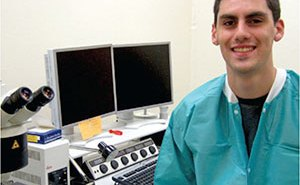Pre-Med Student Sets his Sights on Research