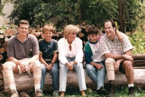 Jerry White and three other victims of landmines sitting with Princess Diana